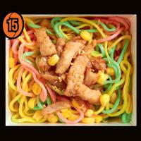Цветная лапша без овощей с курицей и кукурузой